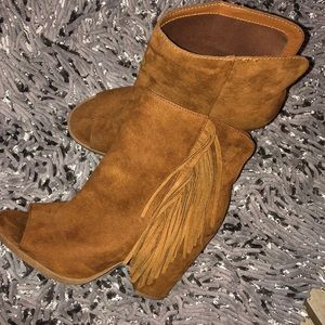 👢DV by DOLCE VITA FRINGE ANKLE BOOTS👢